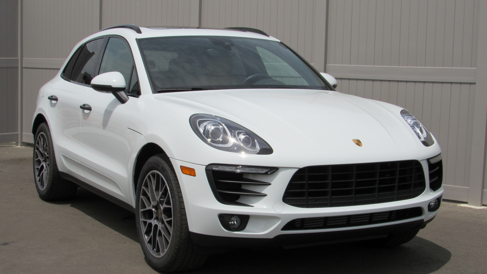 Certified Pre-Owned 2018 Porsche Macan Sport Edition AWD