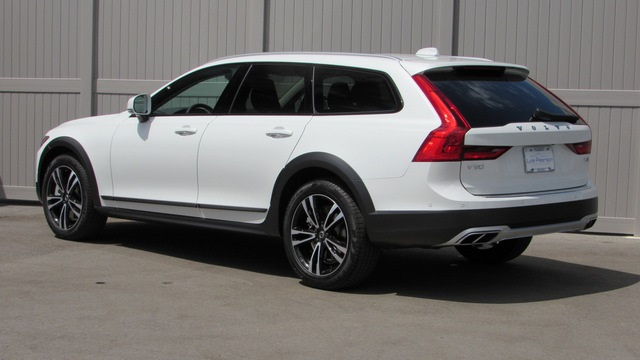 New 2019 Volvo V90 Cross Country T5