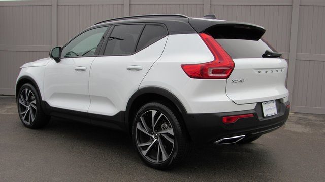 Certified Pre-Owned 2019 Volvo XC40 R-Design