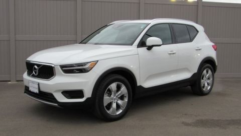 Certified Pre-Owned 2019 Volvo XC40 Momentum